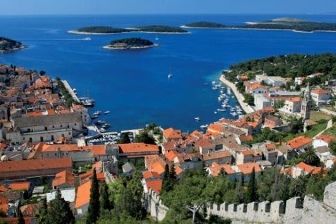 Gray Line Croatia - Paseo en lancha por Hvar, Vis y Cueva Azul